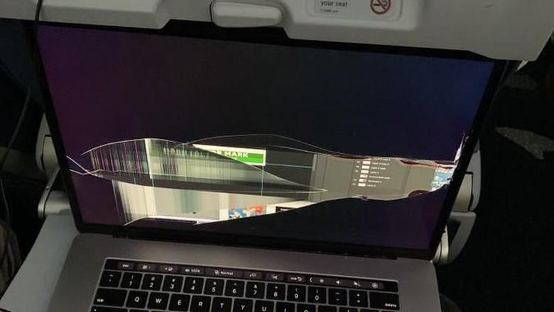 Laptop penumpang rusak