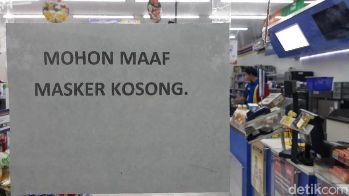 Salah satu toko alkes di Solo kehabisan stok masker, Selasa (3/3/2020)