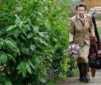 Merakyat, Putri Ratu Elizabeth II Naik Kereta Bawah Tanah ke Acara Fashion