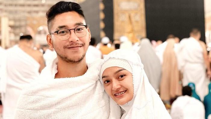 Krisjiana Baharudin Beri Siti Badriah Kado Paling Spesial