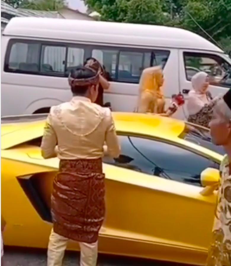 Lamborghini dipakai untuk ke acara pernikahan