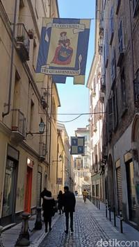 Lorong dan gang kota tua Turin memakai jalan berbatu yang khas Eropa. Tempat ini instagrammable banget (Fitraya/detikcom)