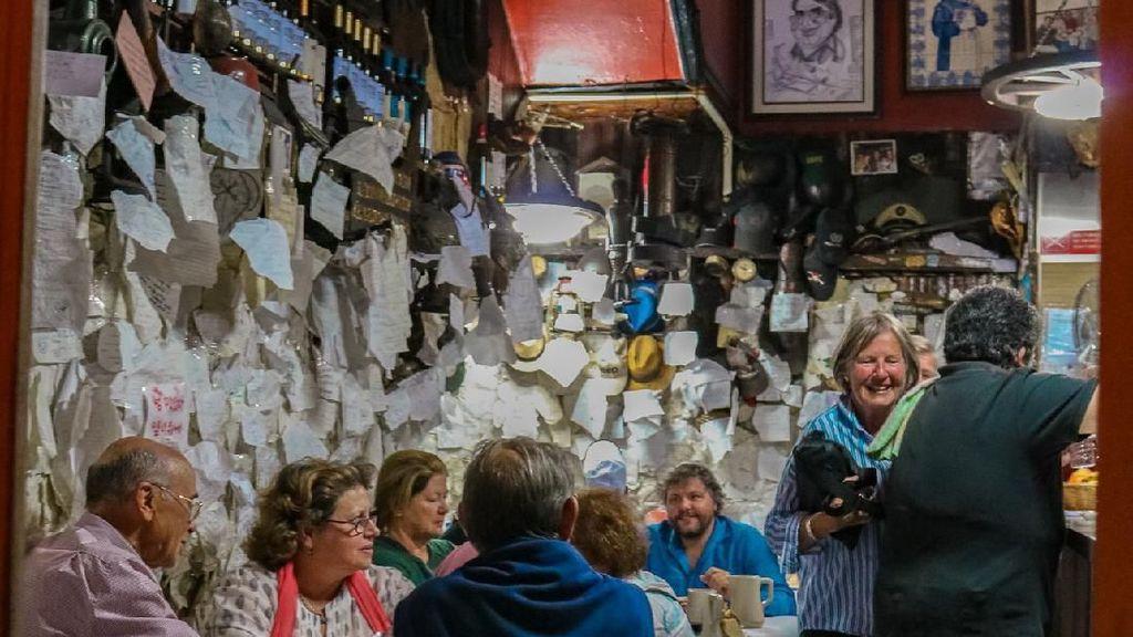 Dipenuhi Puisi, Restoran Klasik di Portugal Ini Wajib Dikunjungi