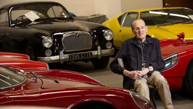 Kakek sumbang mobil klasik