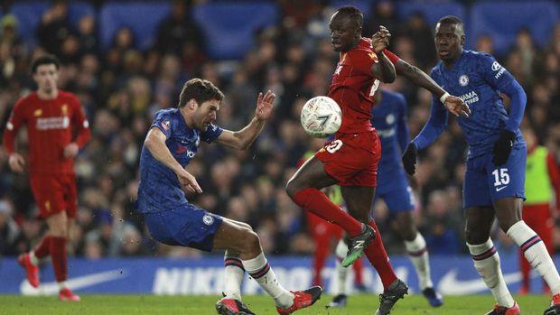 Liverpool kesulitan membongkar pertahanan Chelsea.