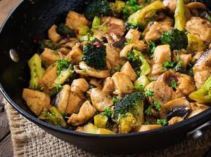 Resep Pembaca : Tumis Ayam Jamur dan Brokoli