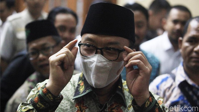 Terdakwa dugaan suap dana hibah KONI, Imam Nahrawi kembali jalani sidang lanjutan di Pengadilan Tipikor. Disana Imam terlihat mengenakan masker.