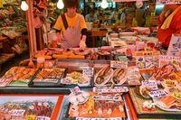 Traveler bisa mencicipi aneka seafood di sini.