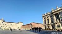 Mulailah perjalanan dari Piazza Castello. Inilah alun-alun utama Kota Turin. (Fitraya/detikcom)