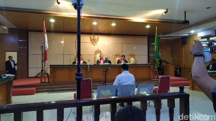 Eks Sekda Jabar Iwa Karniwa bacakan nota pembelaan dalam sidang suap proyek Meikarta