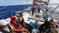 Sekelompok wanita tergabung dalam suatu ekspedisi untuk memerangi sampah plastik di laut. Diperkirakan, sekitar 8 juta metrik ton plastik masuk ke lautan setiap tahun. (Exxpedition.com)