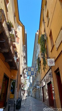 Kota tua Turin punya sejumlah alun-alun atau piazza yang terhubung dengan banyak deretan gedung tua dan lorong-lorong kota. (Fitraya/detikcom)