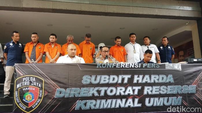 Polda Metro Jaya meringkus tujuh pelaku mafia tanah yang memalsukan dokumen.