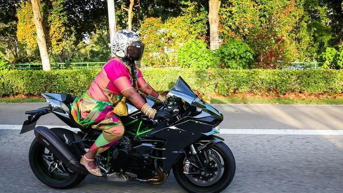 Rombongan pengantin wanita di Singapura konvoi naik moge