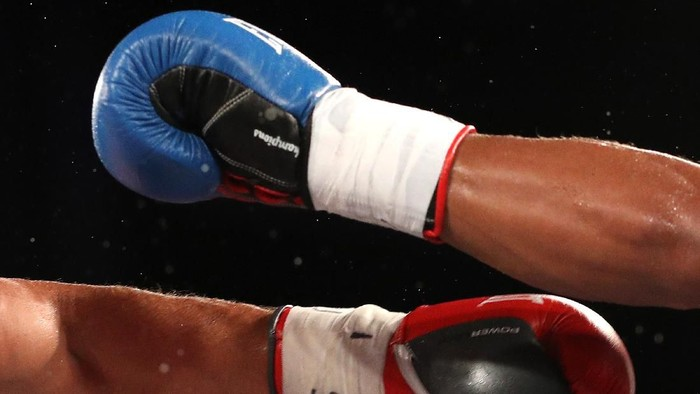 PHILADELPHIA, PA - SEPTEMBER 14: A detailed view of boxing gloves and punches being thrown as Keeshawn Williams (R) exchanges punches with Farhad Fatulla in their Jr. welterweights bout at 2300 Arena on September 14, 2018 in Philadelphia, Pennsylvania. (Photo by Patrick Smith/Getty Images)