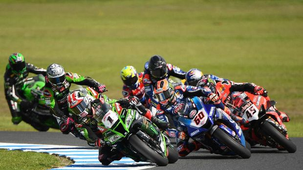 PHILLIP ISLAND, AUSTRALIA - MARCH 01: Jonathan Rea of Great Britain riding the #1 Kawasaki Racing Team WorldSBK Kawasaki competes in Race 2 of round One during the 2020 Superbike World Championship at Phillip Island Grand Prix Circuit on March 01, 2020 in Phillip Island, Australia. (Photo by Quinn Rooney/Getty Images)