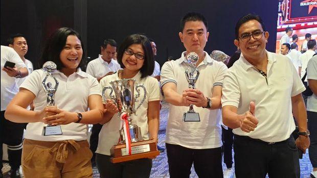 Team Auto2000 pada event Toyota Dealer People Award & Dealer Convention
