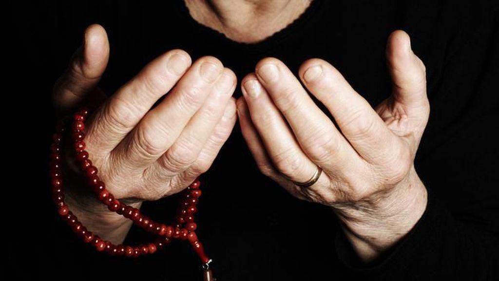 Niat dan Bacaan Doa Qunut Sholat Subuh Lengkap dengan Artinya