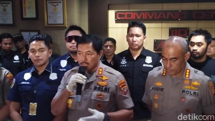 Kapolda Metro Jaya Irjen Nana Sudjana dalam konferensi pers pengungkapan kasus perampoka toko emas di Tamansari.