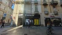Di kota tua Turin ada Juventus Store di Via Giuseppe Garibaldi, satu blok ke barat dari Piazza Castello. Kamu bisa beli jersey original atau merchandise lain (dok Oppo)