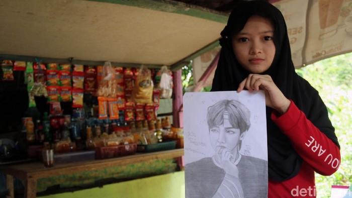 Sosok Febby Lissa Ayu Aryanti (17) tengah ramai diperbincangkan warganet. Remaja yang jago melukis sketsa itu terpaksa putus sekolah karena tak ada biaya.