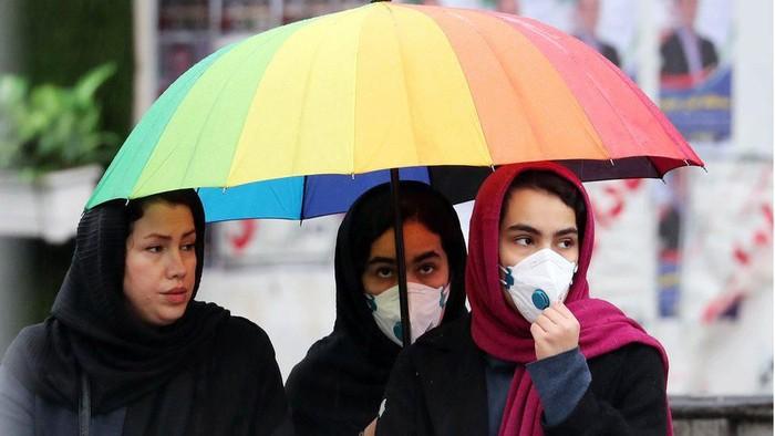 Virus corona di Iran: KBRI di Teheran buka posko aju dan bagikan masker kepada warga Indonesia