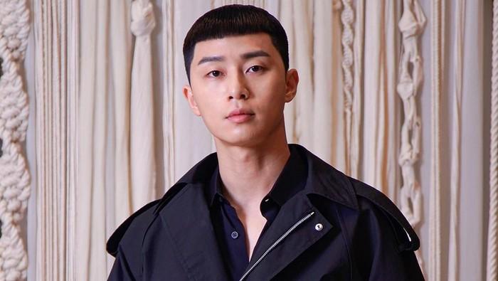 Park Seo Joon sebagai Park Saeroyi di Itaewon Class
