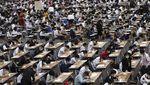 Siswa di Thailand Ramai-ramai Pakai Masker Saat Ujian Masuk Sekolah