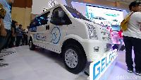 Lini kendaraan komersial tak mau kalah untuk mengenalkan kendaraan ramah lingkungan di ajang Gaikindo Indonesia International Commercial Vehicle Expo (GIICOMVEC) 2020, Kamis (5/3/2020). Setelah Mitsubishi Fuso meluncurkan truk listrik eCanter, giliran DFSK yang memperkenalkan mobil van listrik.
