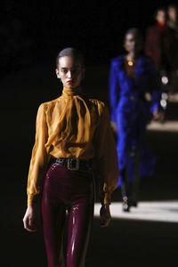 Fashion show Saint Laurent di Paris Fashion Week yang dihadiri Nga Nguyen sebelum positif virus corona.