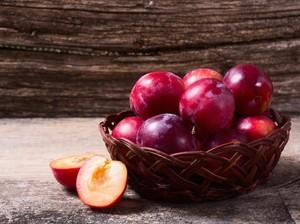 10 Manfaat Buah Plum Merah yang Tinggi Antioksidan
