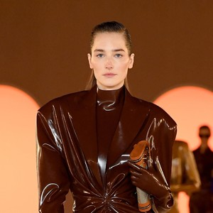 Busana Latex Jadi Tren Lagi di Paris Fashion Week