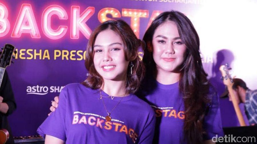 Vanesha Prescilla dan Sissy Priscilla saat ditemui di acara film Backstage.