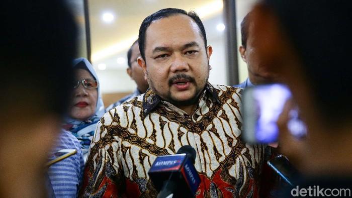 Anggota DPD RI Fahira Idris dijadwalkan diperiksa Bareksrim Polri terkait cuitannya soal virus corona. Namun Fahira absen, dan hanya diwakilkan pengacaranya Aldwin Rahadian.