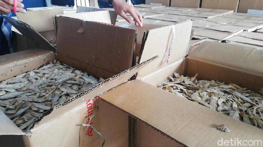 Polisi Buru Pedagang Ikan Asin Lain yang Main Formalin di Pasuruan