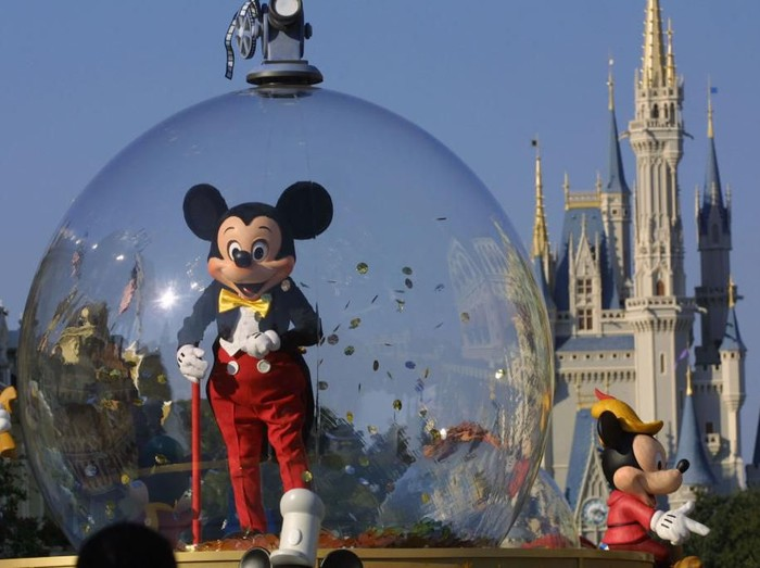 397155 06: Mickey Mouse rides in a parade through Main Street, USA with Cinderellas castle in the background at Disney Worlds Magic Kingdom November 11, 2001 in Orlando, Florida. (Photo by Joe Raedle/Getty Images)