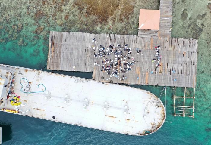 Sebanyak 68 WNI ABK Diamond Princess mulai dipindahkan ke Pulau Sebaru Kecil. Para WNI tersebut akan menjalani observasi di pulau tersebut.