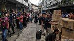 Polisi Sidak Distributor Masker di Kawasan Glodok