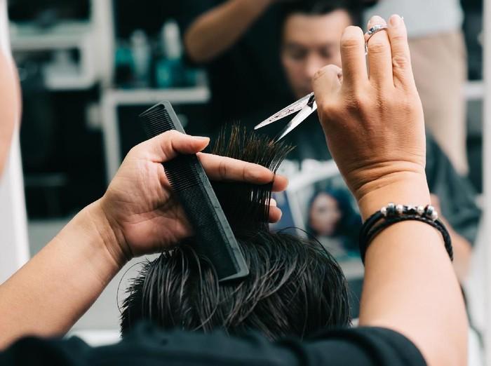 Process of doing fashionable haircut