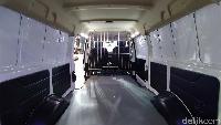 DFSK Gelora E diklaim cocok digunakan sebagai alat transportasi umum, logistik perkotaan, dan kendaraan khusus yang memiliki kelebihan dan kemampuan beradaptasi lebih unik. Di bidang transportasi umum dan logistik perkotaan, DFSK Gelora E didukung dengan pengisian fast charging sebanyak 20-80% hanya membutuhkan waktu 80 menit, dengan jarak tempuh berkendara hingga 300 kilometer.