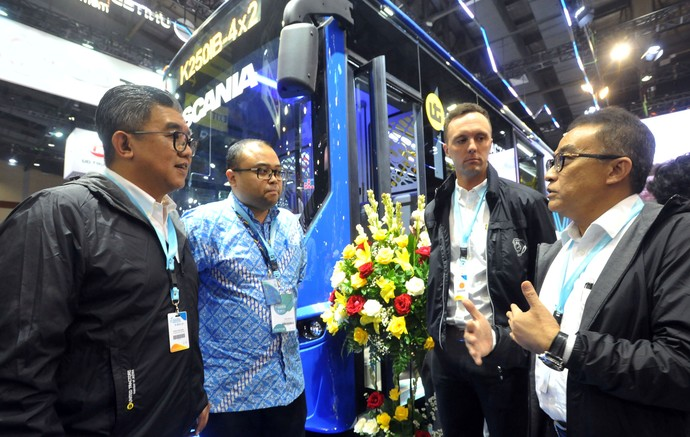 United Tractors dan Scania memperkenalkan Bus BRT Scania terbaru tipe K250IB-4x2 yang akan digunakan untuk transportasi perkotaan.