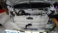 Catatan ini jauh lebih irit dibandingkan dengan model serupa berteknologi mesin pembakaran (internal combustion engine/ICE) yang mengkonsumsi energinya Rp 463 per kilometer (untuk sebuah mobil dengan rata-rata konsumsi bahan bakar 16,5 Kilometer/liter).