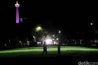 Kerlap-kerlip lampu yang menghiasi area sekitar Lapangan Banteng juga membuat kawasan tersebut penuh warna.