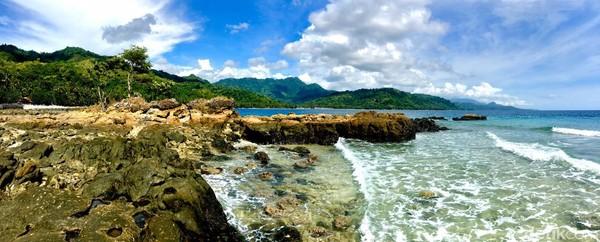 Meski memiliki keindahan panorama alam yang sayang untuk dilewatkan, Pantai Batu Taka Urung ternyata menyimpan cerita misteri (Foto: Abdy Febriady/detikcom)