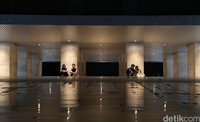 Selain sebagai salah satu objek wisata yang cukup populer, Lapangan Banteng kerap dimanfaatkan warga untuk beraktivitas mulai dari melatih kemampuan menari atau bermain alat musik hingga hanya sekadar berbincang bersama teman-teman di kawasan tersebut.