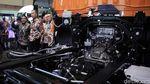 Momen Menperin Tinjau Kendaraan Komersial di Pameran Otomotif
