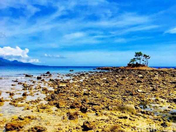 Pantai Batu Taka Urung selalu ramai, apalagi saat hari libur tiba (Foto: Abdy Febriady/detikcom)