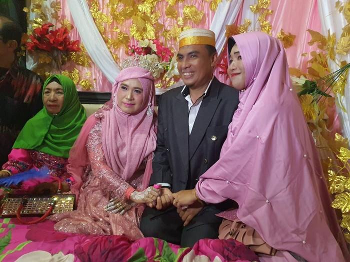 Istri di Bulukumba Antar Suami Nikah Lagi