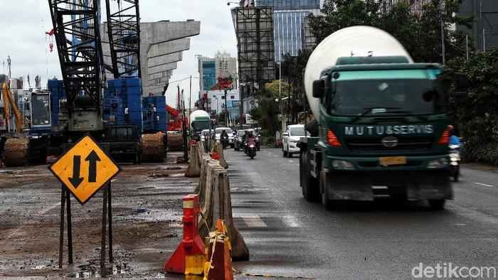 Proyek pembangunan enam ruas tol dalam kota di kawasan Kelapa Gading terus berlangsung. Yuk, lihat progres pembangunan tol tersebut.
