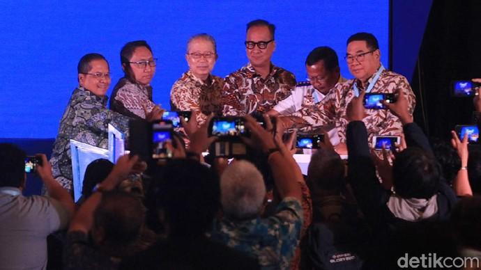 Menteri Perindustrian Agus Gumiwang membuka pameran kendaraan komersial GIICOMVEC. Acara itu digelar di JCC, Jakarta Pusat.